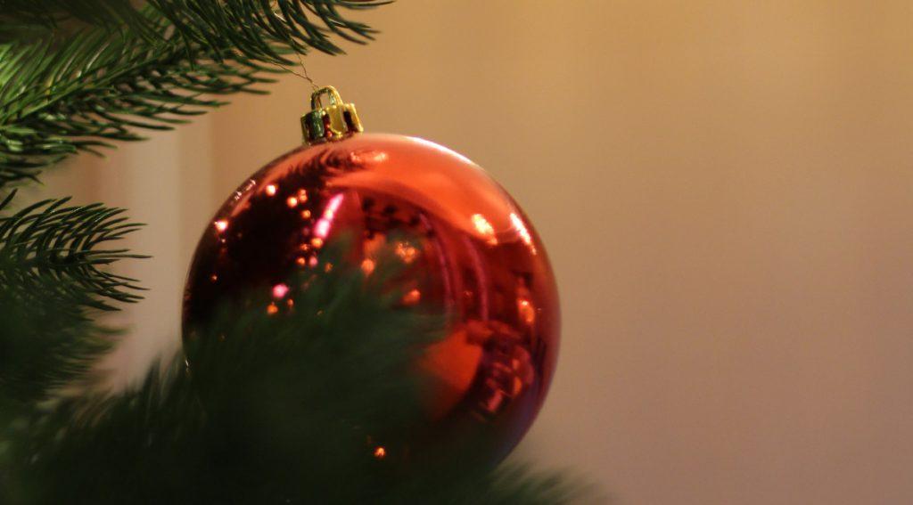 Weihnachtsstimmung im Stadttheater: Wenn der Tannenbaum geschmückt im Foyer steht