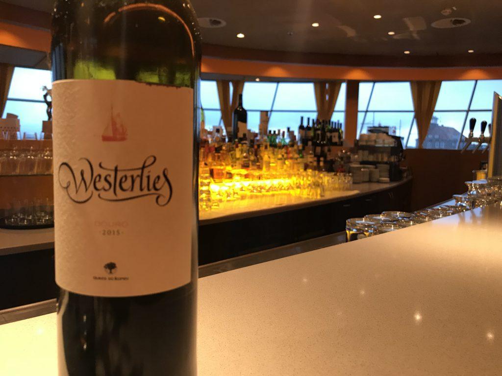 Rotweinflasche auf der Hotelbar des Restaurant STROM