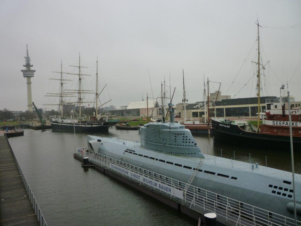 Aussicht Seute Deern, Seefalke und das U-Boot Wilhelm Bauer