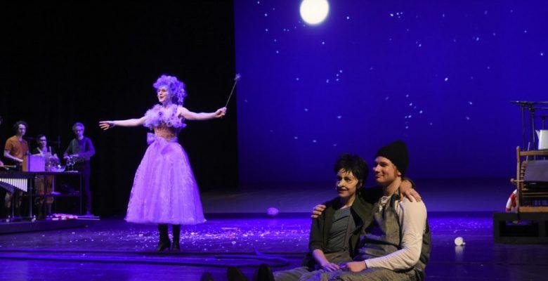 Stadttheater Bremerhaven - PINOCCHIO - Max Roenneberg, Isabel Zeumer und Jan Hendrik Ehlers (Sounds), Julia Friede (Fee), Eva Paulina Loska (Pinocchio), Marc Vinzing (Gepetto