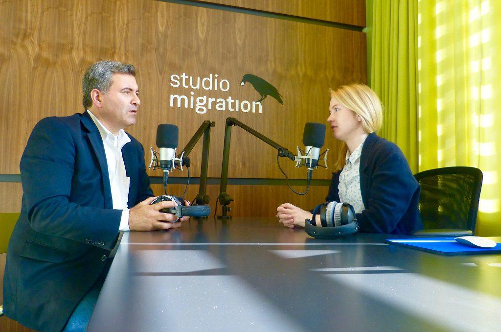 Zwei Menschen im Studio Migration