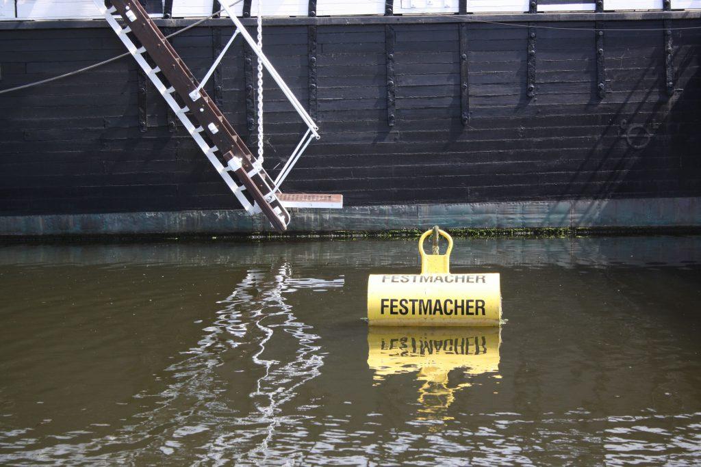 """Festmacher und Bordleiter der """"Seute Deern"""""""