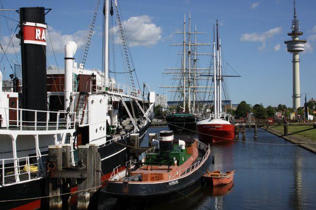 Museumshafen mit Schiffen.