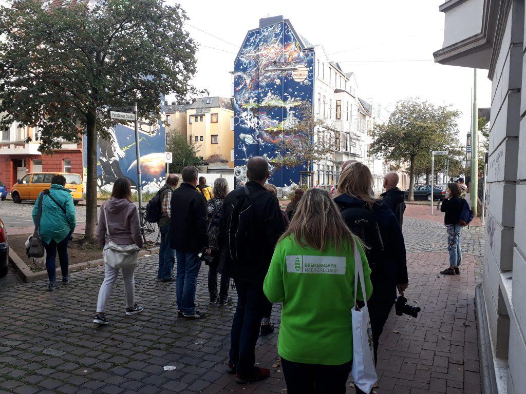 "Riesige Graffitis beim InstaWalk ""Lebhaftes Lehe"" (c) Tanja Albert"