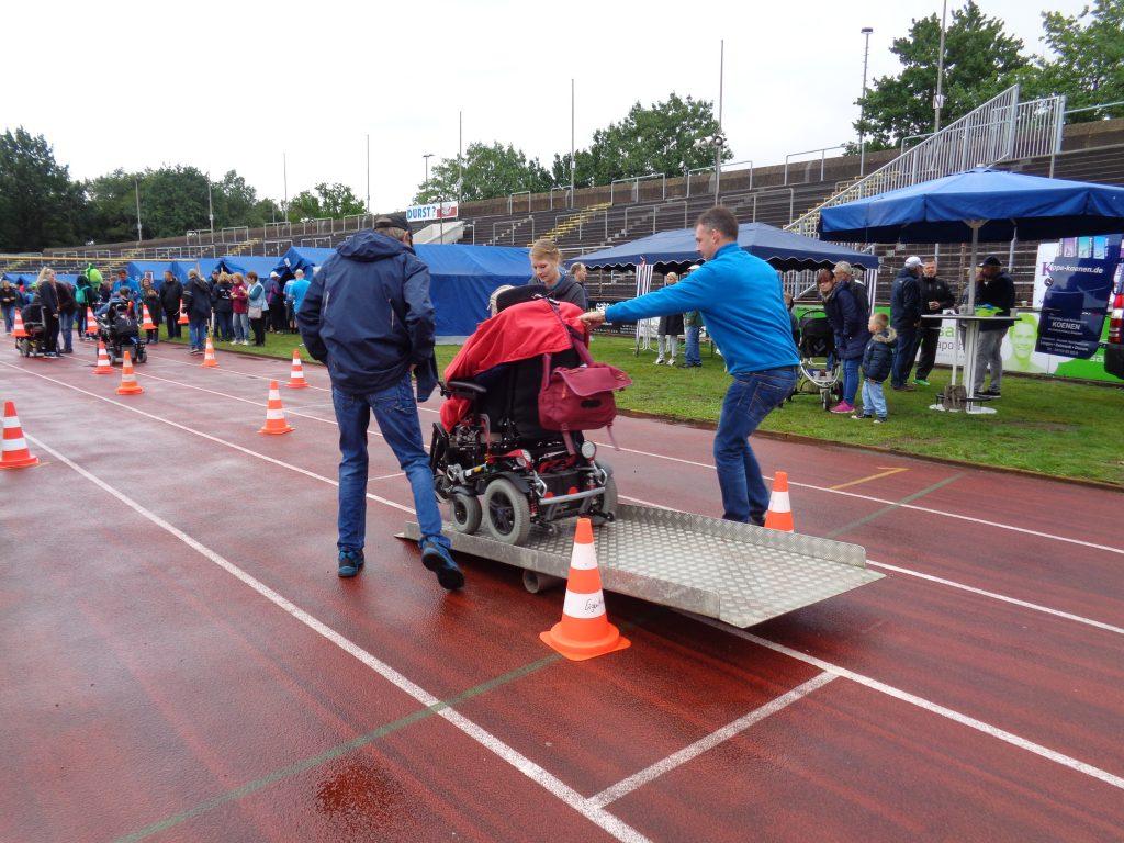 Rollstuhl-Parcour beim 29. Behindertensportfest (c) Tanja Albert