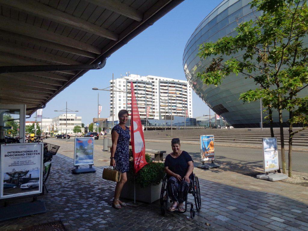 Verabschiedung vor der Tourist-Info Hafeninsel (c) Tanja Albert