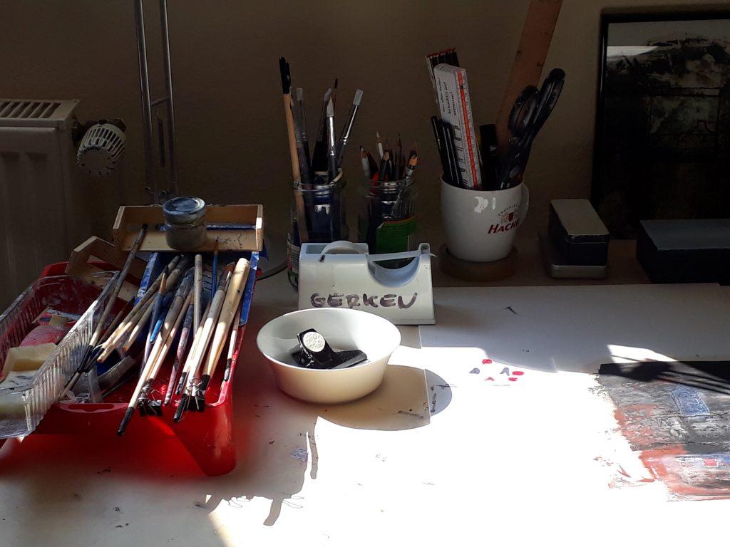 Malutensilien des Künstlers Rainer Gerken beim Tag des offenen Ateliers (c) Tanja Albert