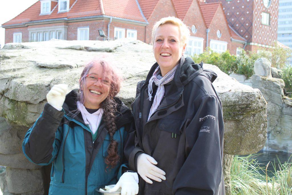 Zwei der tollen Tierpflegerinnen im Zoo am Meer (c) Tanja Albert
