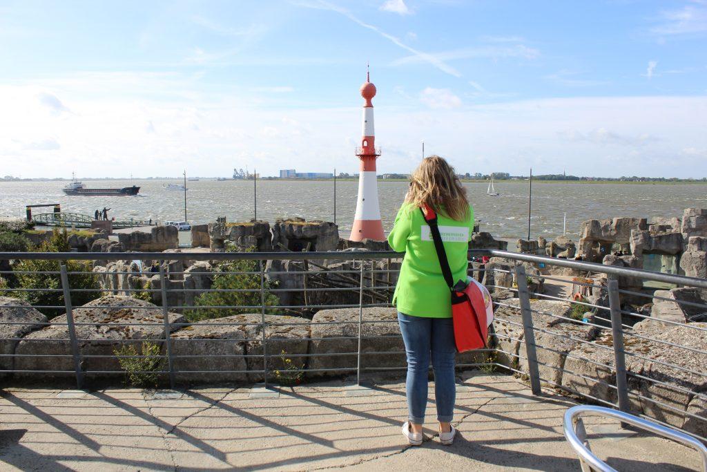 Mailin auf der Aussichtsterrasse im Zoo am Meer (c) Tanja Albert