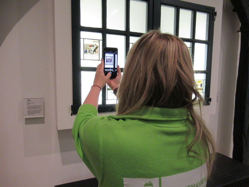 Mailin hat ein schönes Fotomotiv entdeckt (c) Tanja Albert