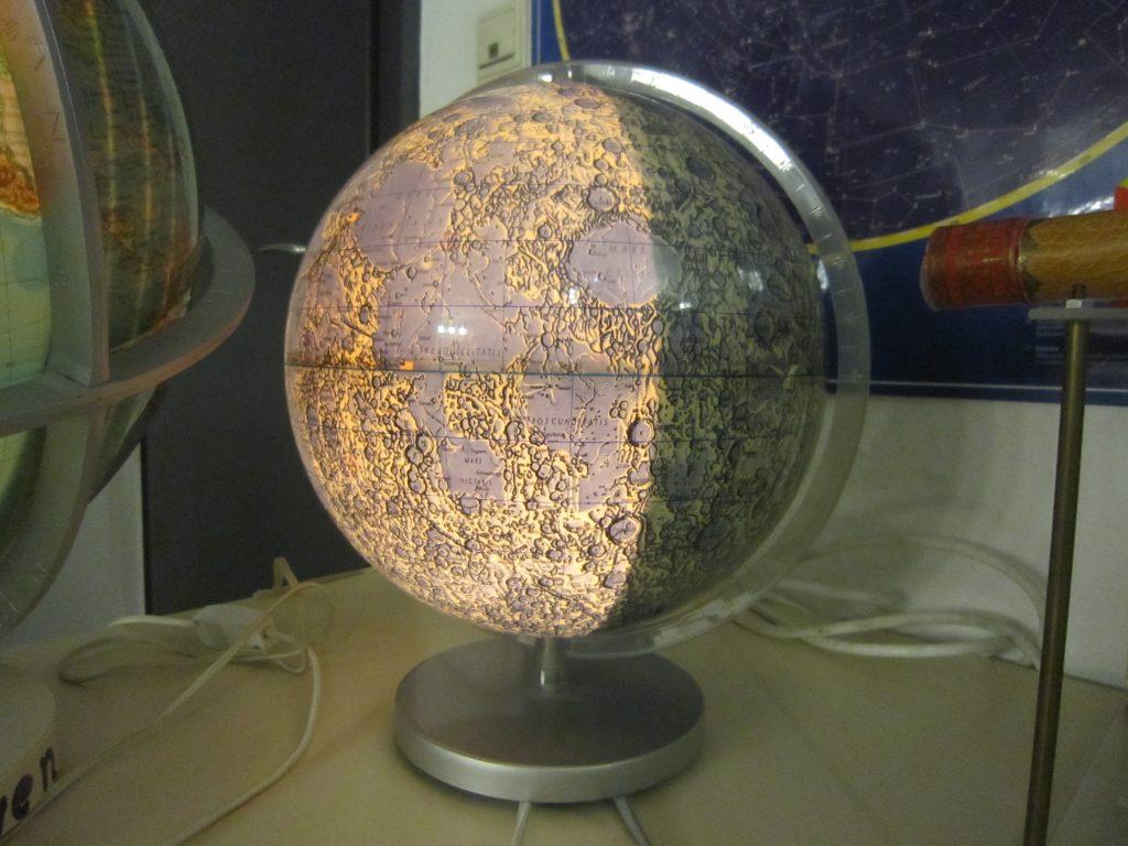 Mondglobus im Planetarium Bremerhaven (c) Tanja Albert