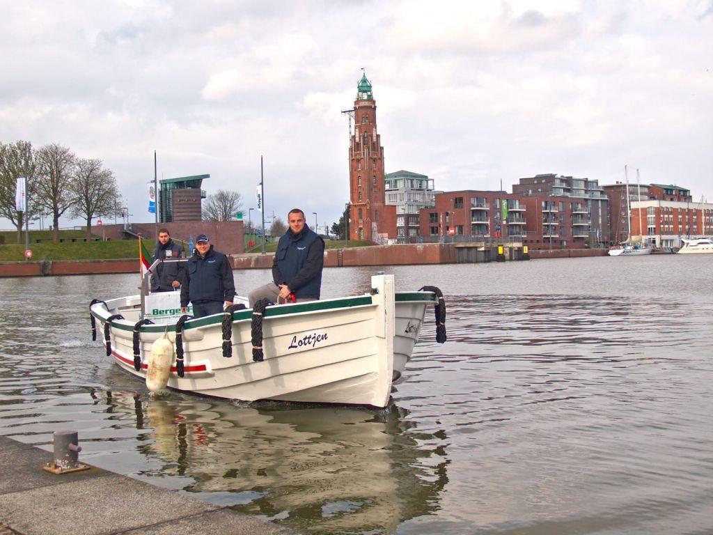 "Stolze Besitzer des historischen Börtebootes ""Lottjen"" (c) Tanja Mehl_Erlebnis Bremerhaven GmbH"