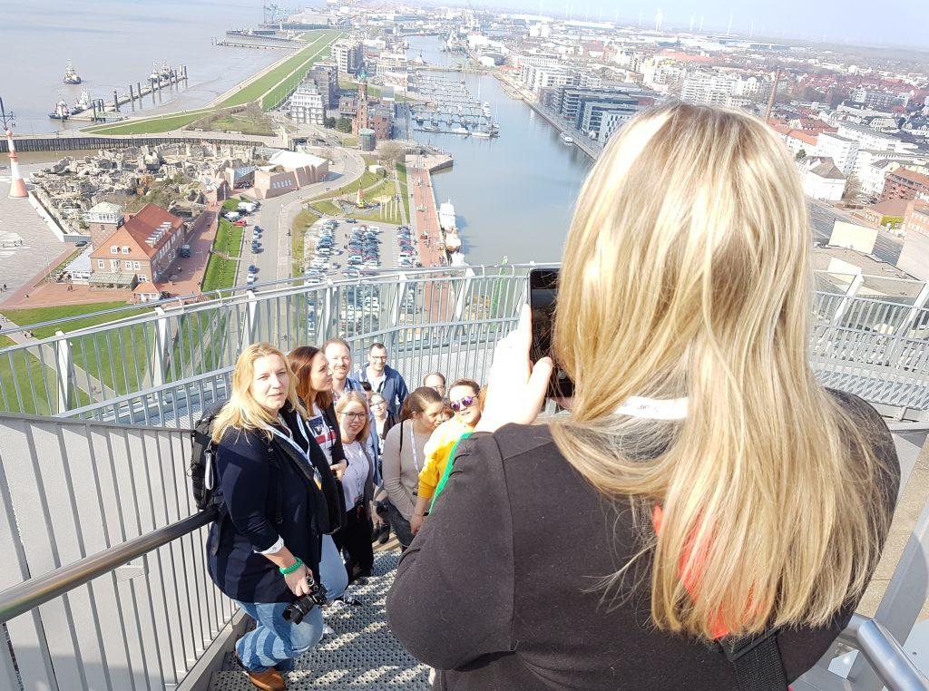 Die Instagrammer auf der Aussichtsplattform Sail City (c) Tanja Albert