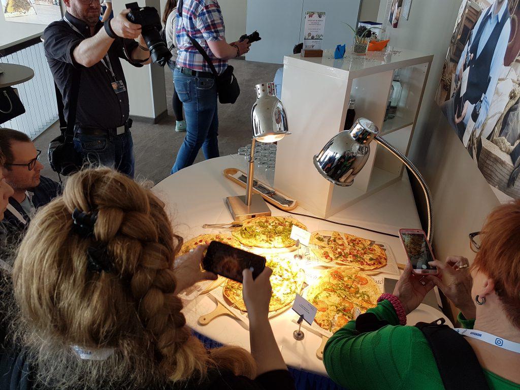 Küchenchef Dominik und seine Crew haben leckere Flammkuchen für uns zubereitet (c) Tanja Albert