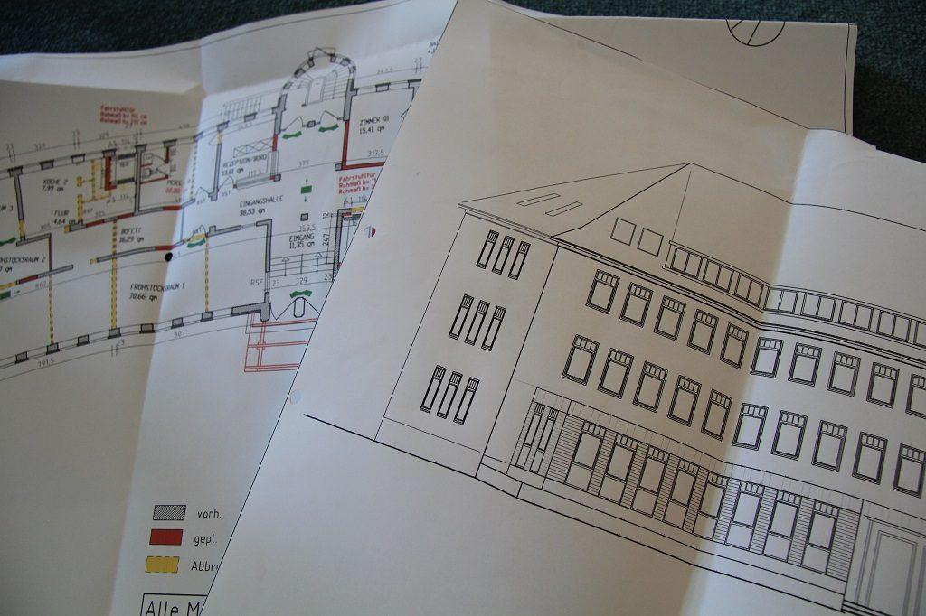 Zwei Baupläne des Adena Hotels in Bremerhaven aus den Jahren  2008/2008