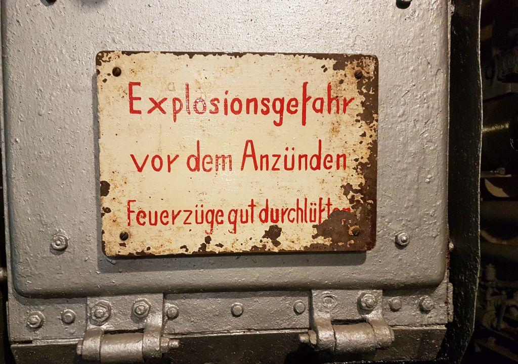 """Hinweisschild an Bord der """"Rau X"""" (c) Tanja Albert"""