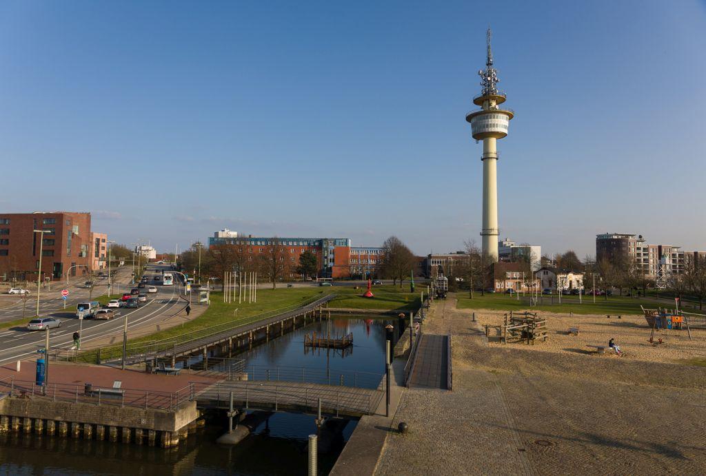 Blick auf den Radarturm in Bremerhaven (c) Helmut Gross