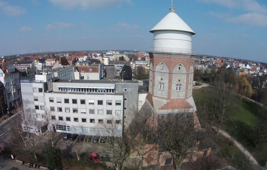 Blick auf den Schwoon'schen Wasserturm in Bremerhaven Lehe (c) Archiv Erlebnis Bremerhaven