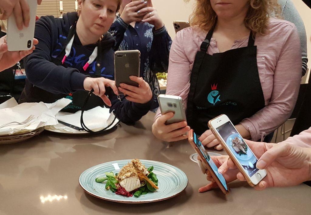 Skrei- und Seelachsfilet auf Rote Bete-Salat beim InstaCooking(c) Tanja Albert