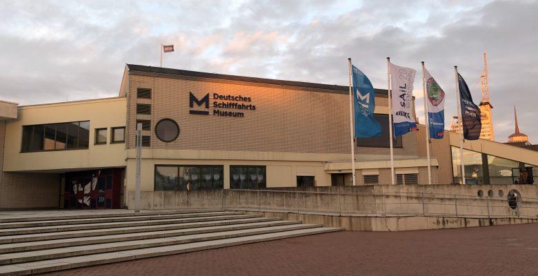 Das Außengelände des Deutschen Schifffahrtsmuseums bei Sonnenaufgang