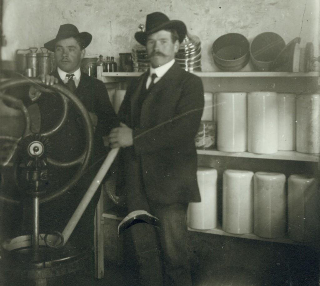 Silvios Vater Giulio an einer Eismaschine 1913