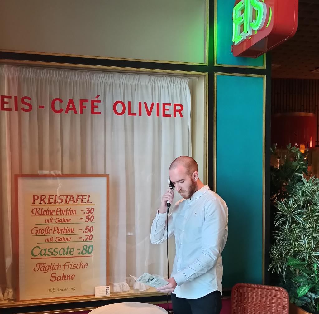 Eis-Café Olivier in der Ladenpassage im Deutschen Auswandererhaus