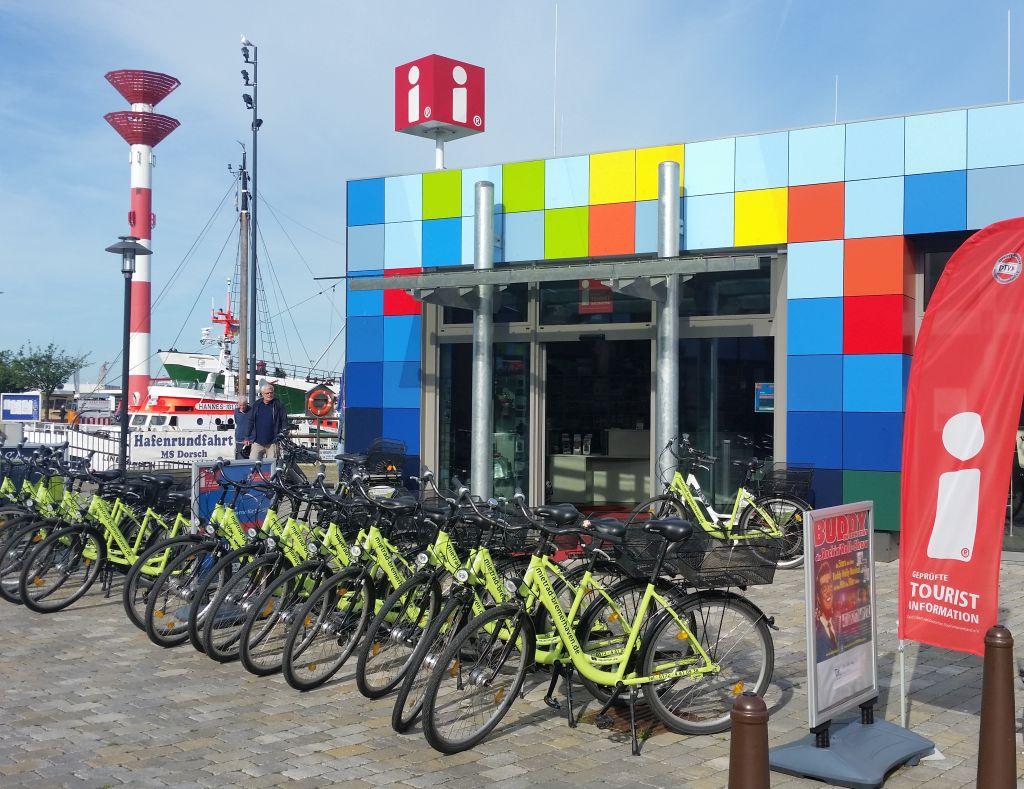 Tourist-Info und Radstation im Schaufenster Fischereihafen (c) Ingrid Gottschalk