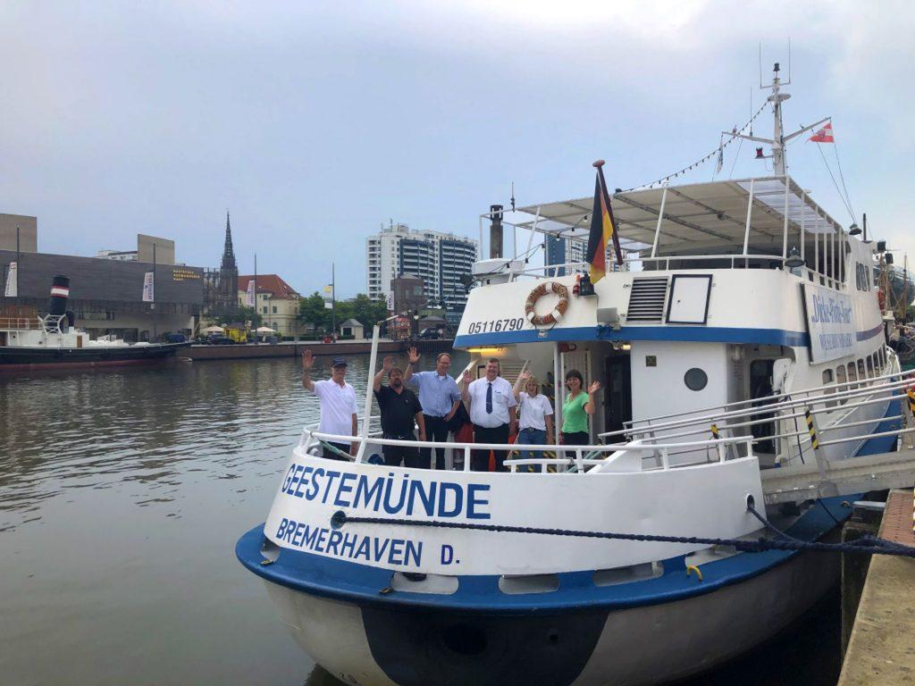 MS Geestemünde mit Crew (c) Vanessa Wilke
