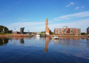 Blick über den Hafen zur Schleuse Neuer Hafen (c) Tanja Albert
