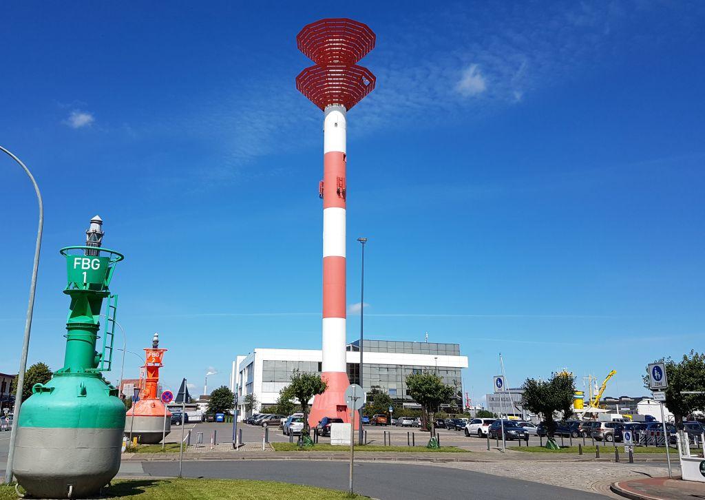 Leuchtturm und Tonnen (c) Tanja Albert