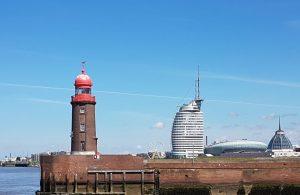 Leuchtturm an der Nordmole und Skyline Bremerhaven (c) Tanja Albert