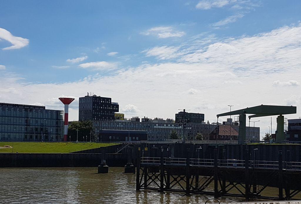 Leuchtturm, AWI und Klappbrücke (c) Tanja Albert