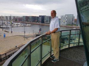 Peter auf der Außengalerie des Schleusenturms Neuer Hafen (c) Tanja Albert