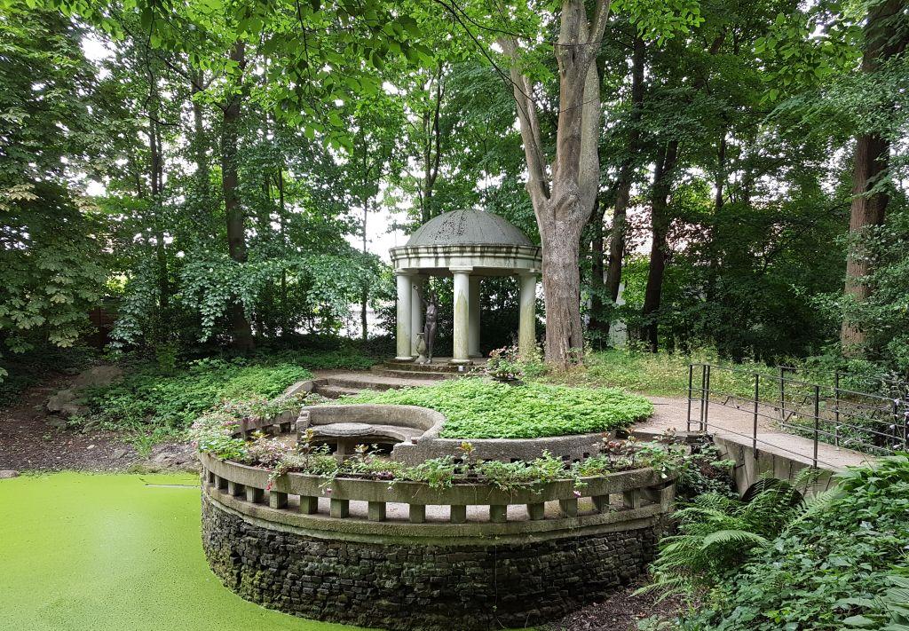 Idyllischer Teich in Thieles Garten (c) Tanja Albert