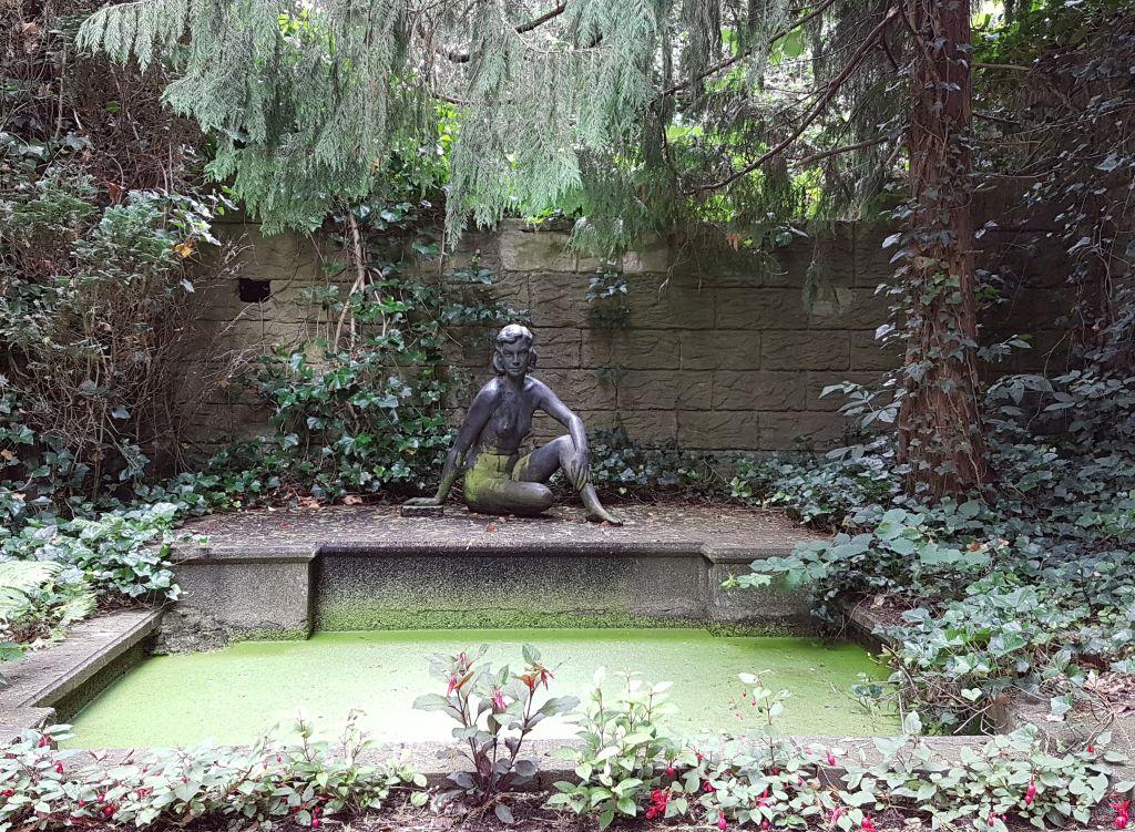 Frauenskulptur in Thieles Garten (c) Tanja Albert