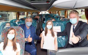 Fahrgäste und Dummies im Hafenbus (c) Wolfhard Scheer