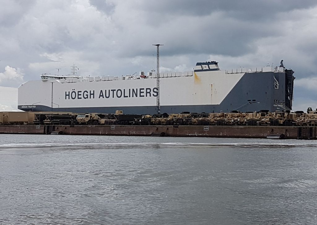 Car Carrier - Autotransportschiff (c) Tanja Albert