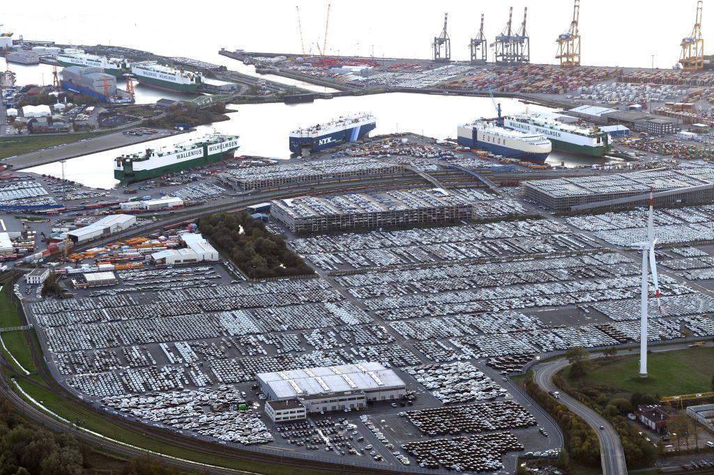 Luftbild vom Überseehafen Bremerhaven (c) Wolfhard Scheer