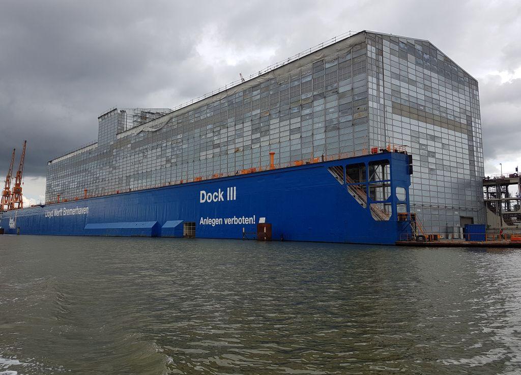 Verhülltes Schiff im Dock der Lloyd Werft Bremerhaven (c) Tanja Albert