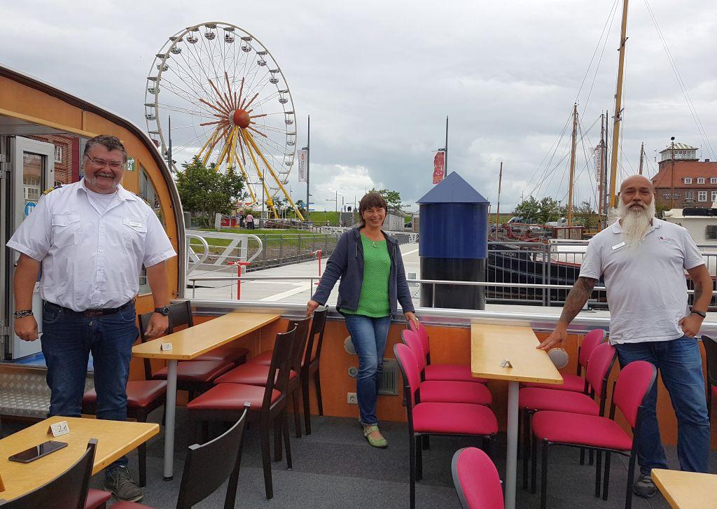 """Jens, ich und Thim (von links) an Bord der """"Lady Sunshin"""" (c) Tanja Albert"""