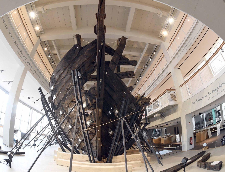 Blick auf die Hansekogge aus dem Jahr 1380 im Deutschen Schifffahrtsmuseum (c) Tobias Wulf