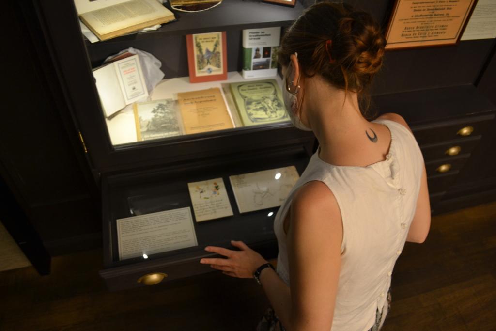Die Schätze aus Papier in den Schubladen des Deutschen Auswandererhauses.