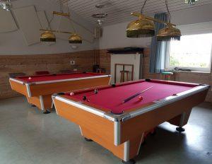 Zwei Billiardtische, rot bespannt (c) Tanja Albert