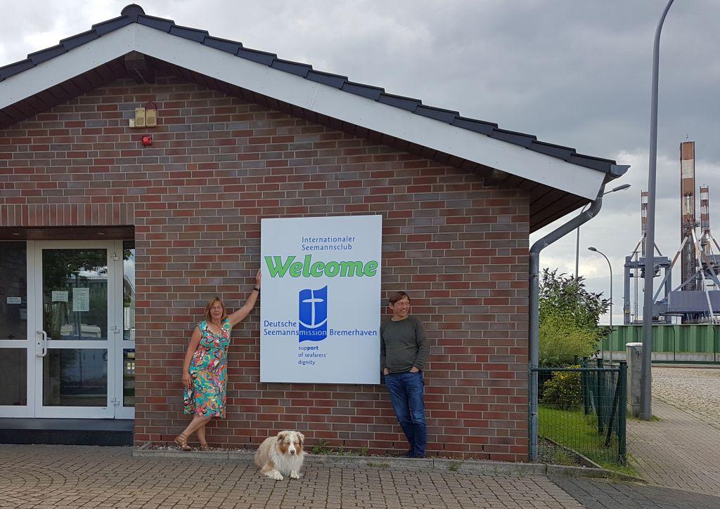 Antje und Thomas vor dem Seemen's Club Welcome (c) Tanja Albert
