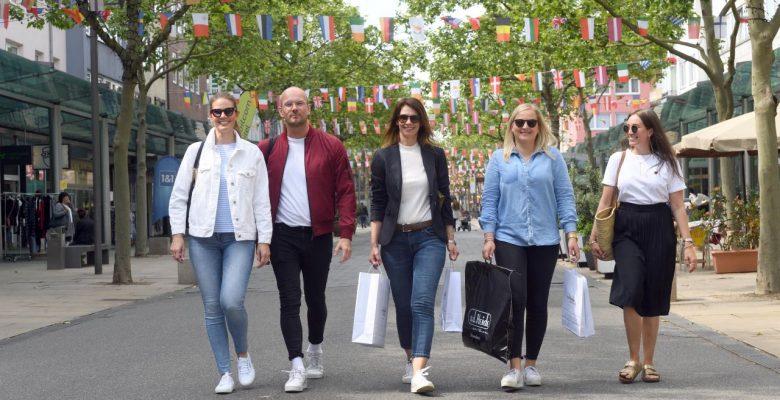 Einkaufsbummel in der Fußgängerzone Bremerhaven