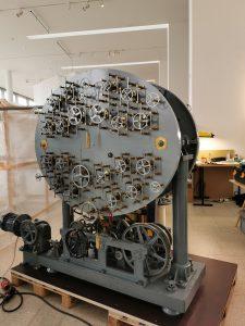 Der restaurierte Gezeitenrechner. Im 19. Jahrhundert wurden mit ihm die Gezeiten berechnet.