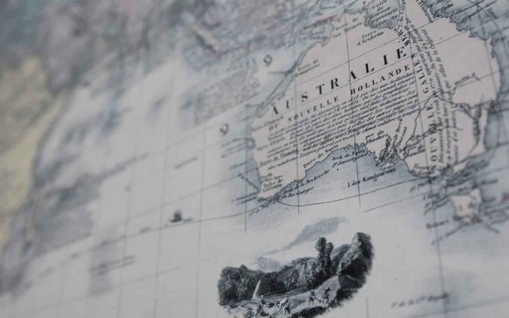 Eine alte Seekarte, die Australien zeigt.