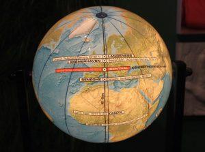 Globus mit gekennzeichnetem 8. Längengrad Ost (c) Mailin Knoke