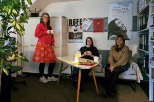 Stadttheater Bremerhaven Marketing Leiterin Ilka D'Alessandro mit ihren Kolleginnen Julia und Larissa