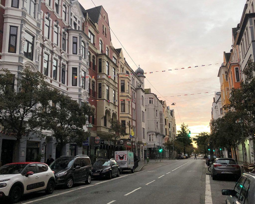 Ein Blick aus Norden in die Alte Bürger bei Sonnenaufgang.